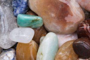 Relax лица полудрагоценными камнями
